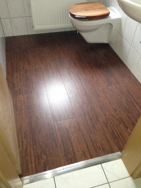 Kork ist ein beliebter und warmer Fußbodenbelag.